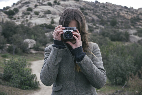 Woman taking a photo with an analog camera - ABZF000234