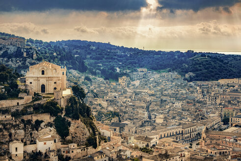 Italy, Sicily, Province of Ragusa, Val di Noto, Cityscape of Ragusa with Church San Mateo - CSTF000961