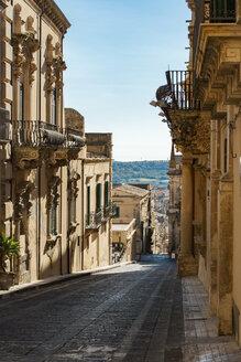 Italy, Sicily, Noto, Via Corrado Nicolaci, Palazzo Villadorata right - CSTF000973