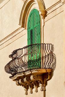 Italy, Sicily, Noto, balcony and green closed doors - CSTF000976