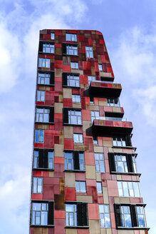Germany, Hamburg, modern high-rise building at Hafencity - HOHF001390