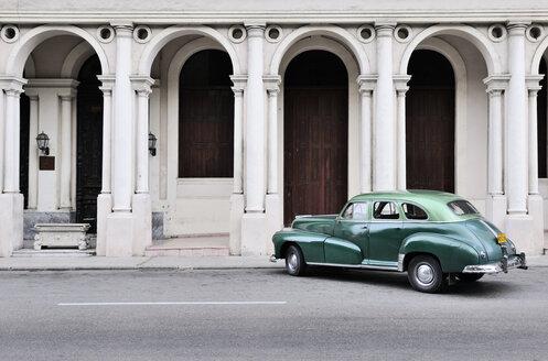 Cuba, Havana, parking American vintage car - STE000161