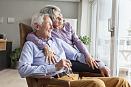 Happy senior couple at home - RBF004161