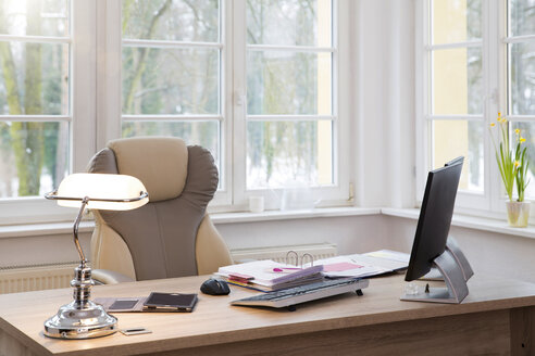 Desktop at the window in office - FKF001722