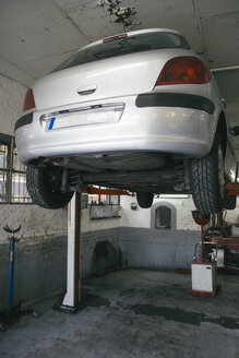 Car on hoist in a workshop - ABZF000258