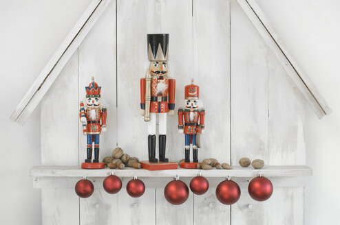 Christmas decoration with three nutcrackers, Christmas baubles and nuts - ASF005860