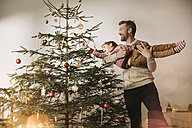 Father and son decorating Christmas tree - MFF002796