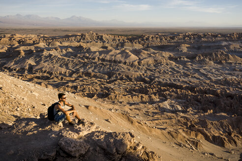 Chile, San Pedro de Atacama, Valley of the Moon, hiker relaxing in the desert - MAUF000302