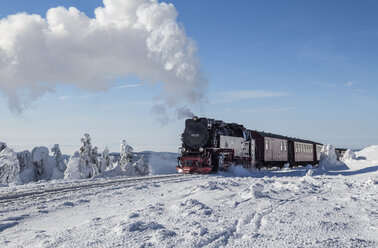 Germany, Saxony-Anhalt, Harz National Park, Brocken, Harz Narrow Gauge Railway in winter - PVCF000799
