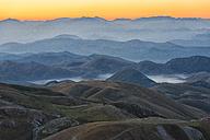 Italy, Abruzzo, Gran Sasso e Monti della Laga National Park, Plateau Campo Imperatore at sunrise - LOMF000235