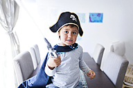 Portrait of little boy dressed up as a pirate - VABF000340