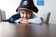 Portrait of little boy dressed up as a pirate - VABF000343