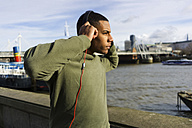 UK, London, runner listening music at riverwalk - BOYF000133