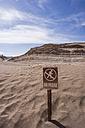 Chile, San Pedro de Atacama, no trepassing sign in Atacama desert - MAUF000353