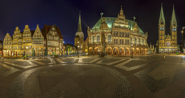Germany, Bremen, market square at night - TIF000075