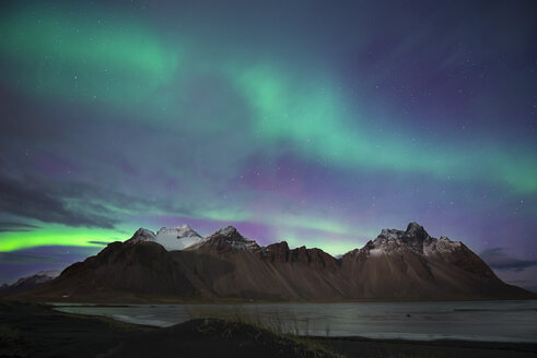 Iceland, Hoefn, Northern lights over Vesturhorn Mountains - EPF000028