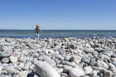 Little blond boy walking on stony beach - OJF000129