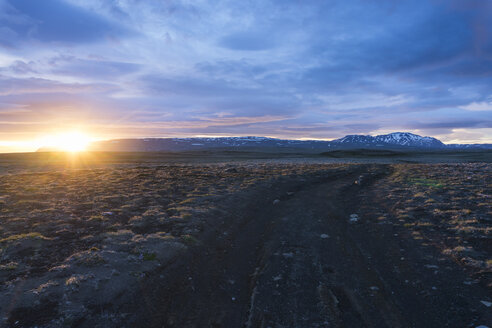 Iceland, Golden Circle National Park, volcanoes at midnight sun - PAF001668