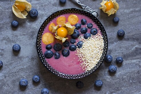 Bowl of blueberry smoothie with popped amarant, blueberries and physalis - YFF000530