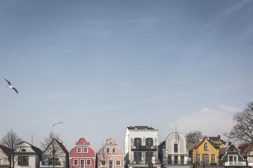 Germany, Warnemuende, row of  houses at Hafenstrasse - ASCF000526