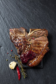 Porterhouse steak with herbs and spices - CSF027298