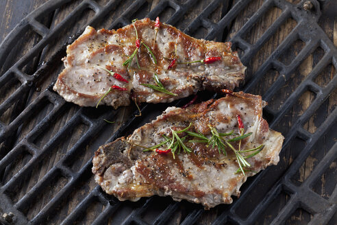 Pork collar cutlets on grill - CSF027337