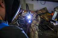 Welder working with protective mask - DIGF000080