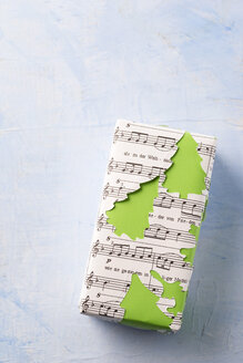 Christmas present wrapped in music paper - MY001408