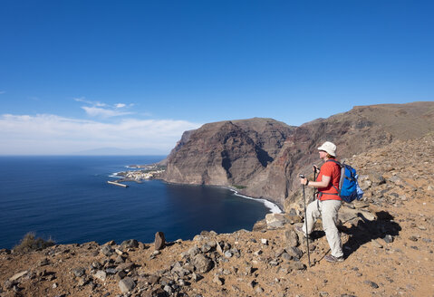 Spain, Canary Islands, La Gomera, Valle Gran Rey, Lomo Gerian, female hiker - SIEF006998