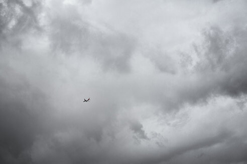 Airplane flying under cloudy sky - BMA000184
