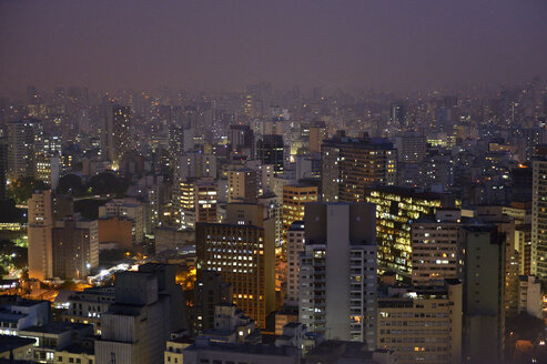 Brazil, Sao Paulo, City district Republica, cityview at night - FLKF000645