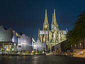 Germany, Cologne, view to lighted Cologne Cathedral and Museum Ludwig in the foreground - TAMF000419