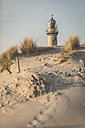 Germany, Warnemuende, old lighthouse, dunes in the morning light - ASCF000543