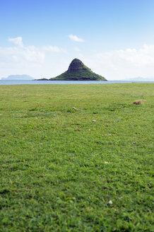 USA, Hawaii, Kualoa Regional Park, View from Kualoa Point to Mokolii Island - BRF001274