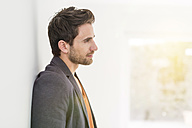 Pensive man leaning against wall - SHKF000568