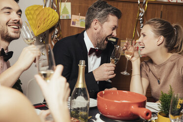 Couple having fun at New Year's Eve party - MFF002936