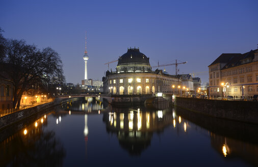 Germany, Berlin, Museumsinsel, Bodemuseum and Berlin TV Tower in the evening - BFRF001773