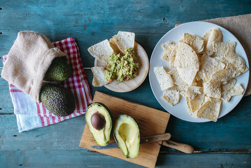 Nachos, guacamole and avocados - KIJF000270