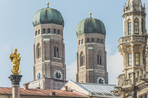 Germany, Bavaria, Munich, View of Mary's Square, Marian column and Frauenkirche and new town hall - KEBF000348