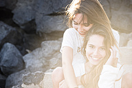 Portrait of two happy female friends at backlight - SIPF000313