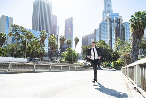 USA, Los Angeles, businessman in a hurry - LEF000015