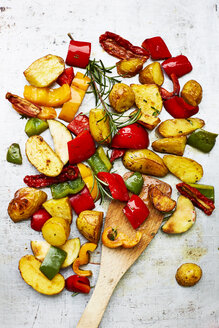 Oven vegetables, potatoes and spatula - KSWF001754