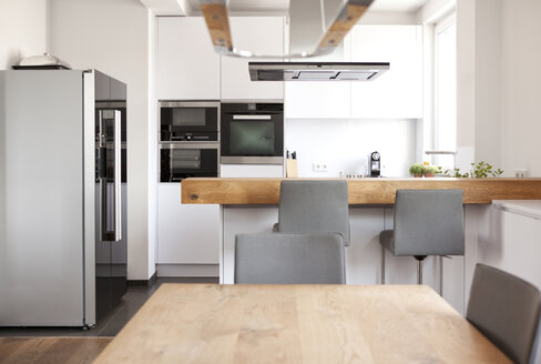 Modern open plan kitchen - MFRF000588