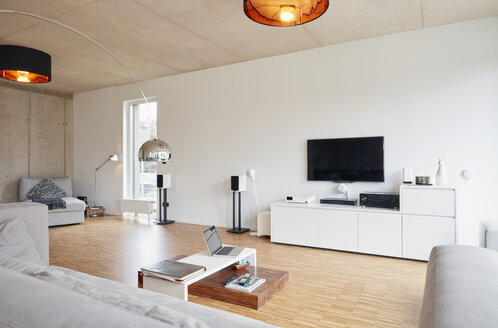 Empty modern living room - RHF001401