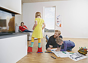 Family of four at home - RHF001449