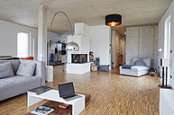 Empty modern living room - RHF001470