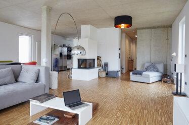 Empty modern living room - RHF001470