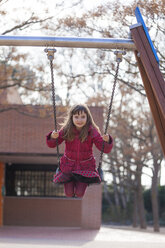 Portrait of smiling little girl on a swing - XCF000072