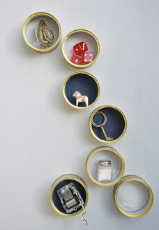 DIY shelf with old cans - GISF000209