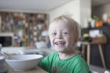 Portrait of happy little blond boy at home - RBF004241